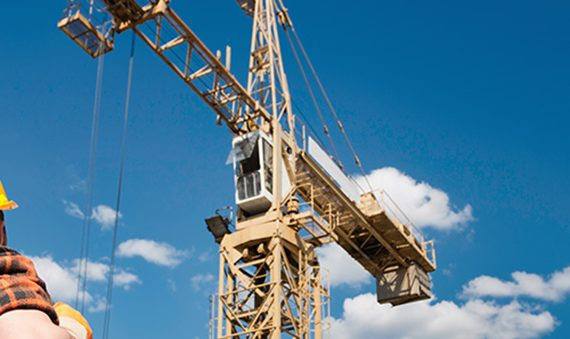 Types of Heavy Lifting Equipment Used in Construction